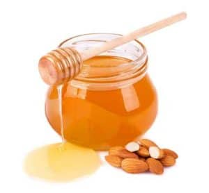 Exfoliant naturel pour la peau à base de miel et d'amande