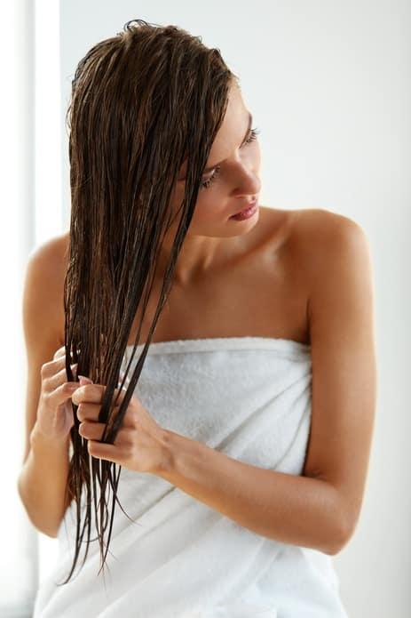 Huile naturelle jojoba pour soigner vos cheveux