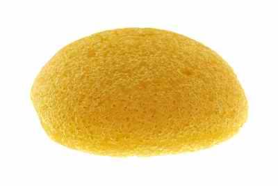 L'éponge Konjac à l'argile jaune vous aide à réhydrater votre peau