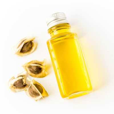 Petit flacon d'huile de moringa oleifera