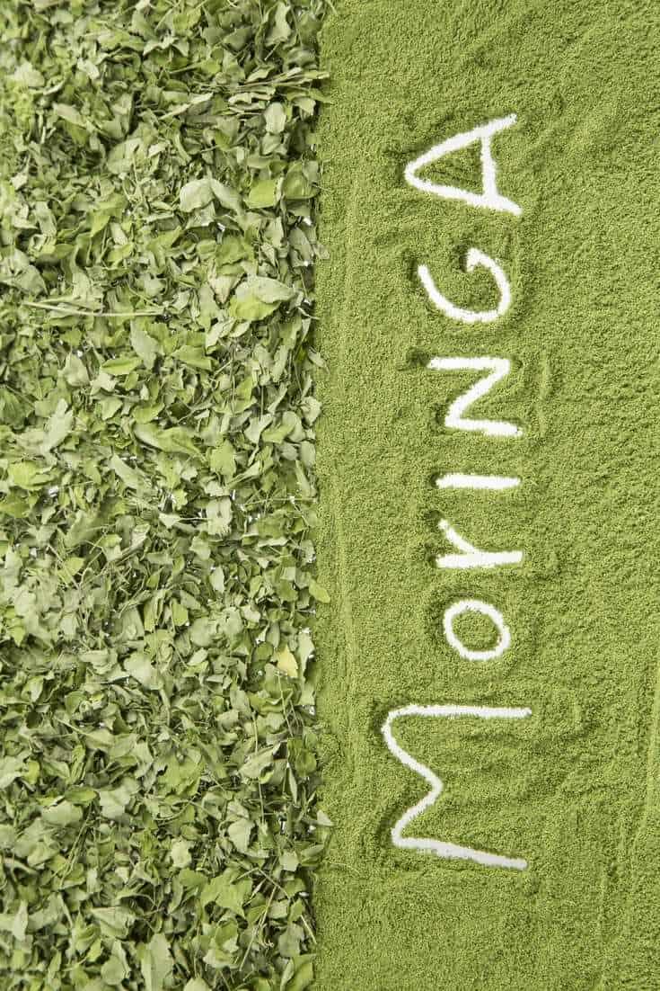 Le moringa oleifera (et l'huile de moringa), super aliment par essence, est riche de bienfaits pour notre santé, notre peau et nos cheveux !