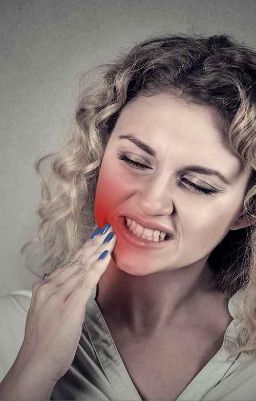 L'huile essentielle de gaulthérie aide à soulager les douleurs dentaires