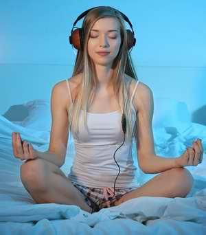 Des exercices de relaxation, méditation, sophrologie, autohypnose, respiration peuvent vous aider à mieux dormir