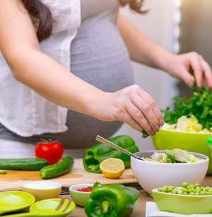 Mangez des légumes et fruits biologiques crus, bien lavés